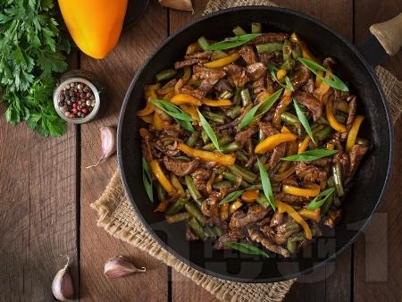 Свински бут на тиган със соев сос и зеленчуци - снимка на рецептата
